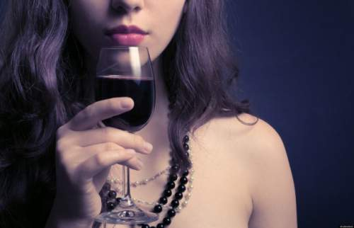 What Happens to Your Waistline When You Drink a Glass of Red Wine Before Bed